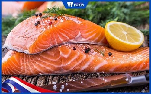 Cá hồi giúp ngăn vi khuẩn viêm lợi phát chiển