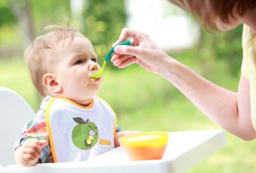 bé mọc răng hàm trong bao lâu