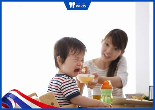 trẻ mọc răng biếng ăn bao lâu