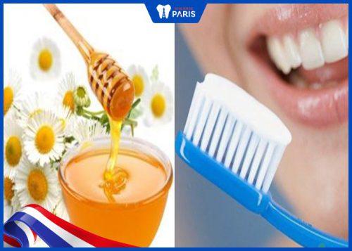 Làm trắng răng bằng mật ong nguyên chất