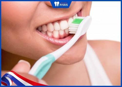 lý do niềng răng bị hở lợi
