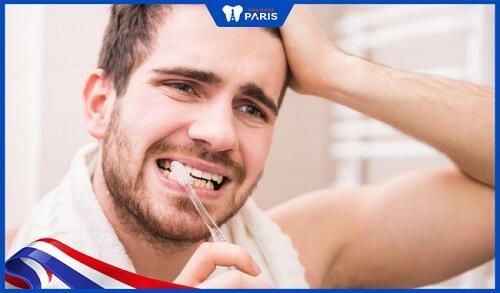 răng sứ bị tụt lợi