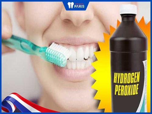 đánh răng làm trắng răng bằng oxy già