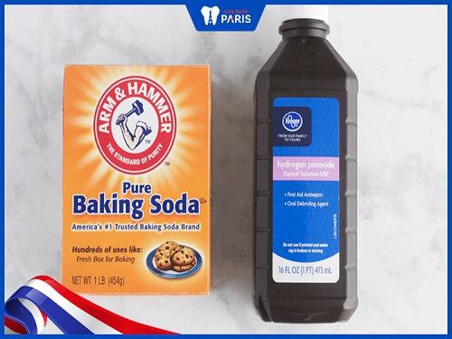 Đánh răng làm trắng răng với baking soda và oxy già