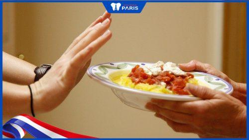 Nhịn ăn sáng trước khi nhổ răng giúp ngăn ngừa biến chứng