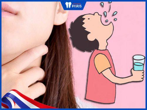 Súc miệng nước muối ngăn ngừa viêm họng