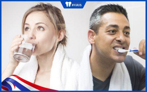 Súc miệng nước muối trước hay đánh răng trước?