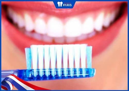 phòng tránh đổi màu răng sứ