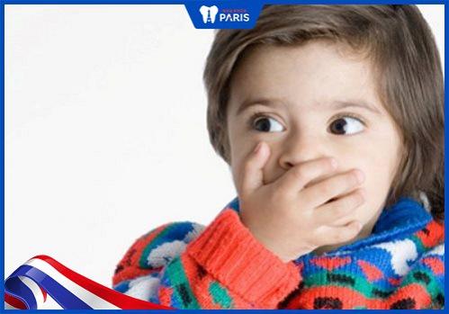 bé 2 tuổi răng bị vàng