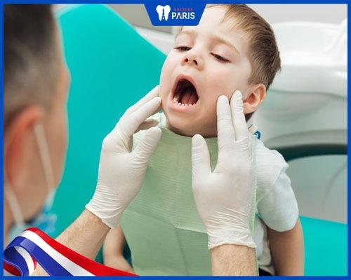cách chữa vàng răng cho bé