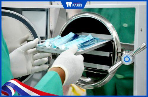 vô trùng dụng cu ngăn ngừa tác hại khi lấy cao răng
