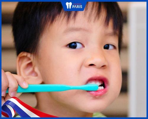 răng trẻ em bị vàng