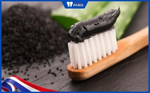 cách làm trắng răng bằng than