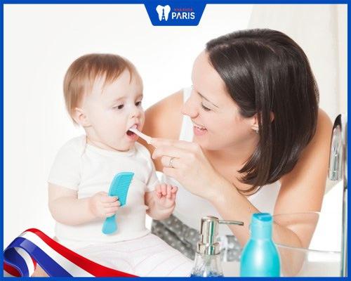 trẻ 11 tháng bị vàng răng