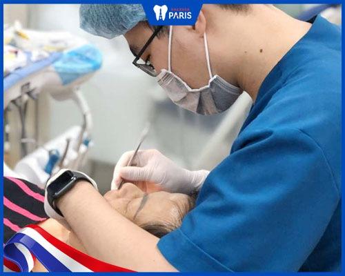 Vệ sinh răng miệng trước khi lấy cao răng