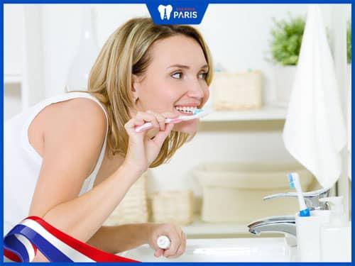 có nên tẩy trắng răng khi mang bầu