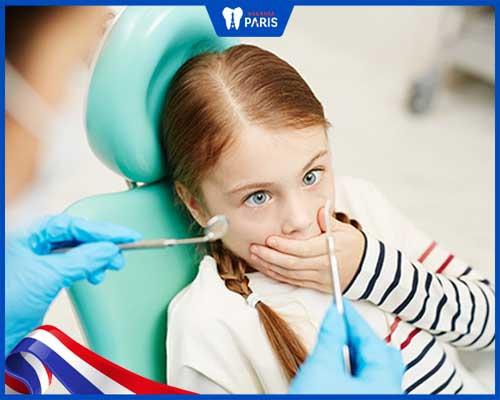Bọc răng sứ gây tâm lý lo lắng, sợ hãi cho trẻ