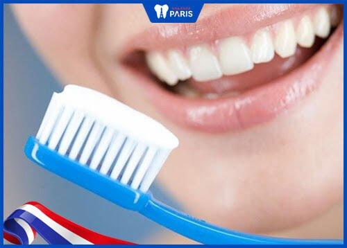 chăm sóc răng sứ