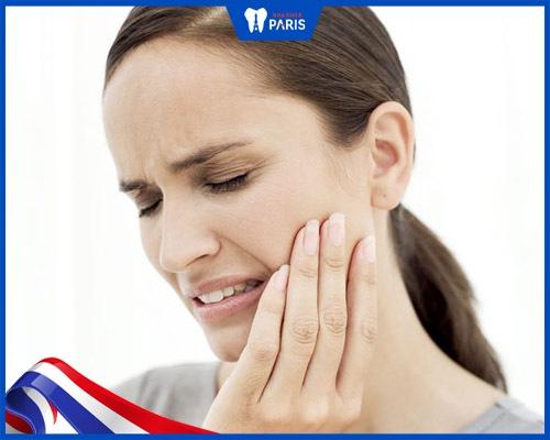 Mão sứ kim loại có thể gây hại cho răng đối diện
