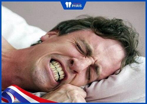 sáng ngủ dậy bị chảy máu răng