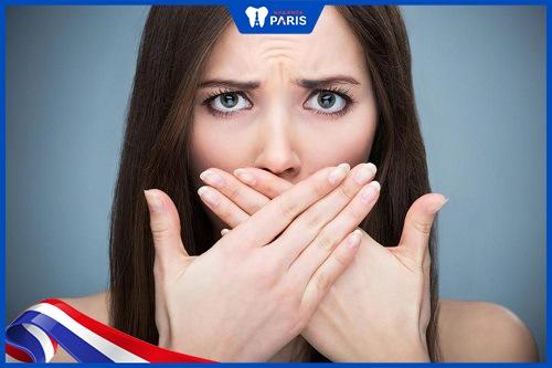 răng đen cũng gây hôi miệng