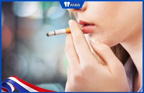 hút thuốc lá tạo đốm đen trên răng