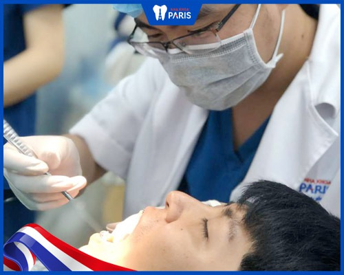 Thăm khám và tư vấn điều trị bọc sứ cho răng bị hô