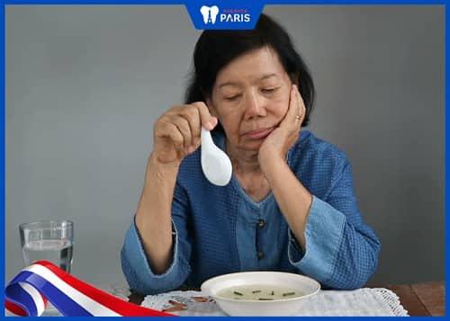mất răng hàm gây khó khăn khi ăn uống