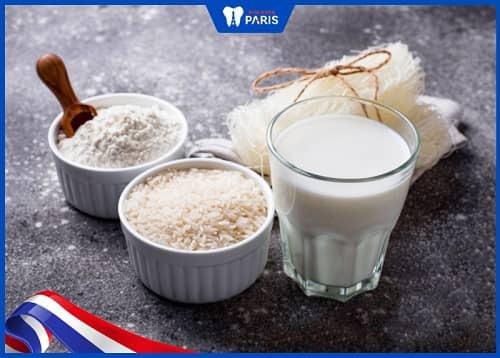 dùng muối và nước vo gạo để chữa hôi miệng
