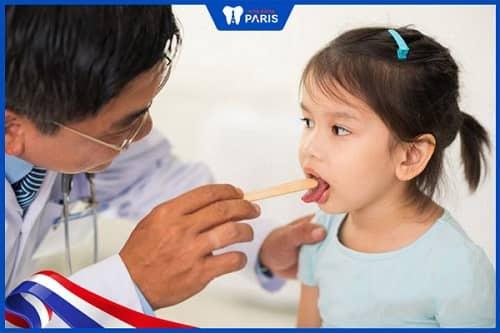 gặp bác sĩ khi trẻ bị amidan