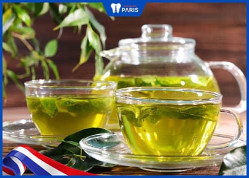 Uống trà xanh để chữa tụt lợi
