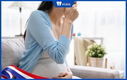 Trào ngược dạ dày khiến bà bầu bị hôi miệng