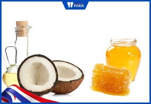 Pha mật ong với dầu dừa chữa hôi miệng