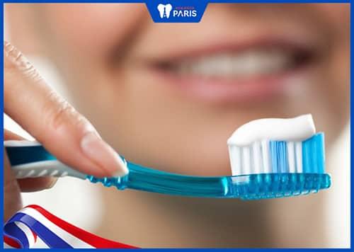 Chữa niềng răng bị tụt lợi nhẹ
