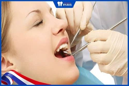 Cạo vôi răng và xử lý mặt chân răng han chế răng lung lay