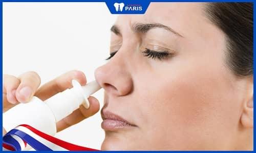 Dùng dung dịch rửa mũi chữa viêm xoang ngăn hôi miệng