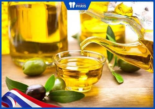 Dùng dầu oliu & dầu đinh hương làm hết viêm tủy răng ở nhà