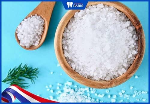 Sử dụng muối để khắc phục răng lung lay