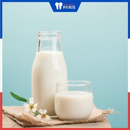 Sử dụng sữa trị hơi thở có mùi tỏi