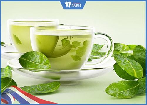 Uống trà xanh khử mùi hôi của tỏi