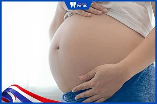 Mang thai khiến răng lung lay