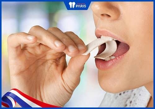 Khi đói nhai kẹo cao su, bạc hà chánh hôi miệng