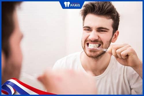 Vệ sinh răng miệng không tốt khi ngủ gây hôi miêng