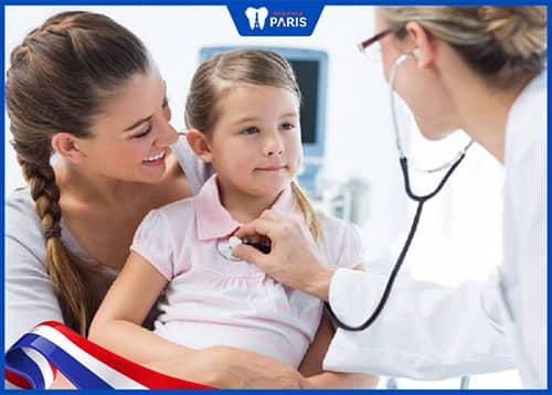Cách khắc phục khi trẻ bị sốt sau khi nhổ răng sữa