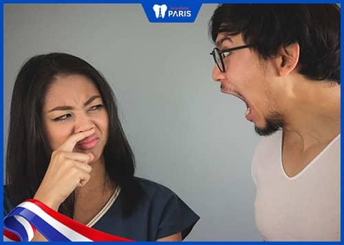 Cạo lưỡi để giảm mùi hôi miệng
