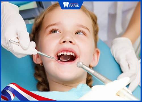 Chăm sóc sau khi nhổ răng sữa cho bé thế nào