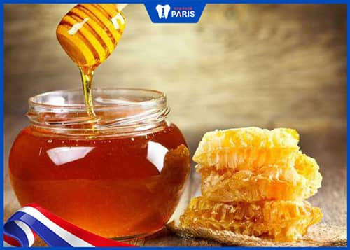 Làm sạch lưỡi bằng mật ong