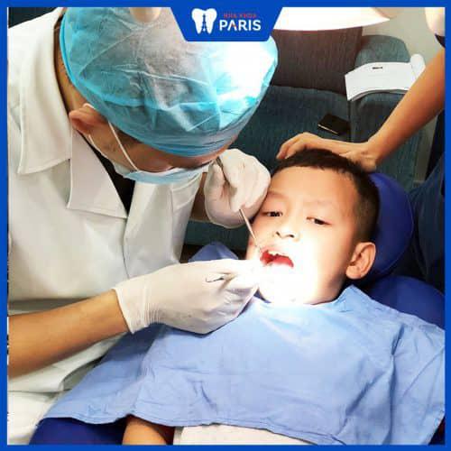 Nhổ răng sữa cho bé buổi chiều được không