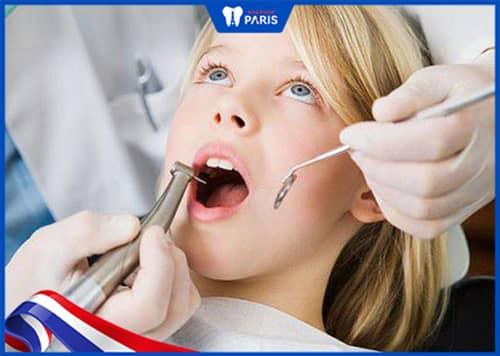 Nhổ răng sữa cho trẻ đúng cách như thế nào