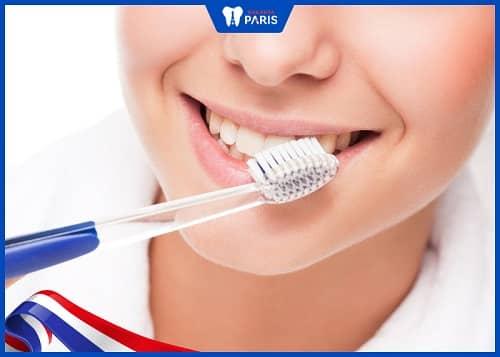 Chải răng ít nhất 2 lần mỗi ngày